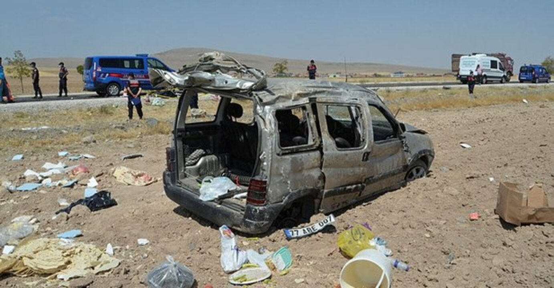 Aksaray'da kaza! Hurdaya dönen araçta 1 kişi can verdi, 4 kişi yaralandı