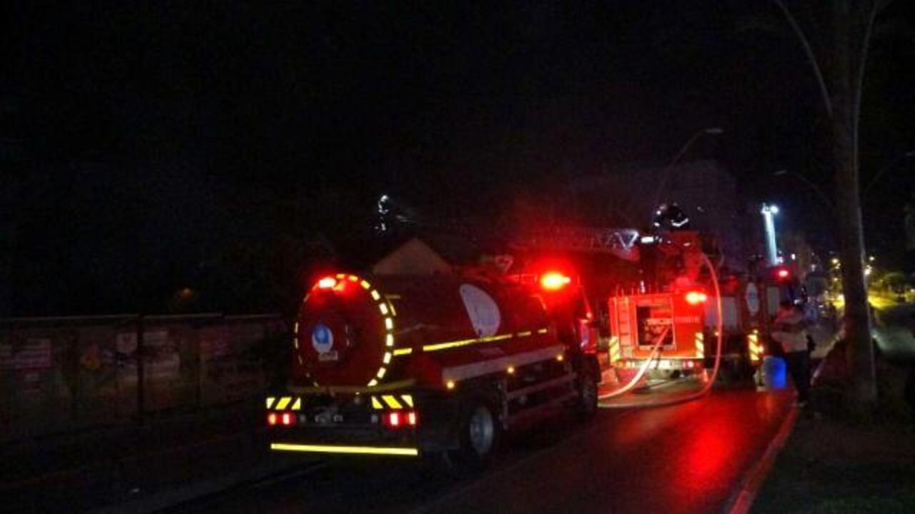 Antalya'da Tarım ilçe müdürlüğüne ait eski binada yangın çıktı