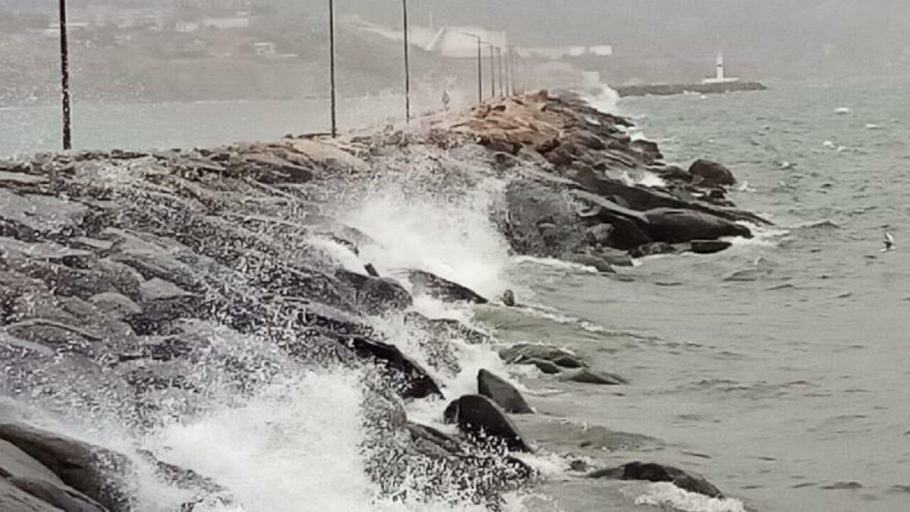 Balıkesir'de fırtına nedeniyle vapur seferleri durduruldu