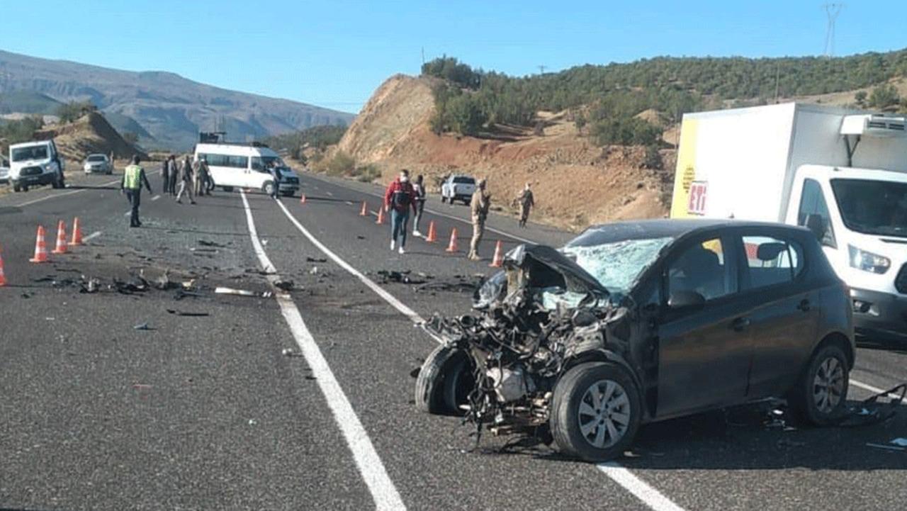 Bingöl'de ambulansla otomobil çarpıştı: 2'si ağır 7 yaralı