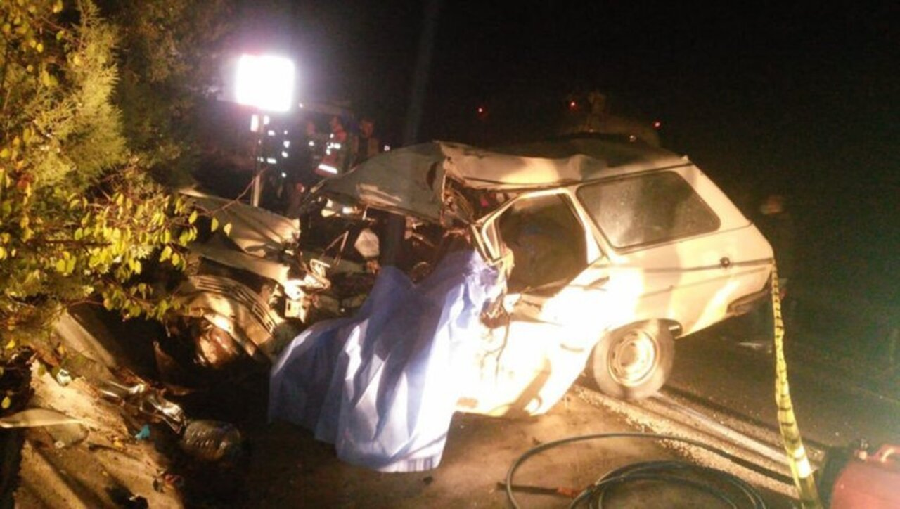 Burdur'da otomobil ile TIR çarpıştı: 1 ölü, 1 yaralı