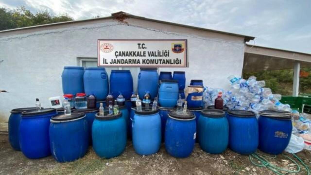 Çanakkale'de sahte içki operasyonu: Bağ evinde 3 bin 235 litre sahte içki ele geçirildi