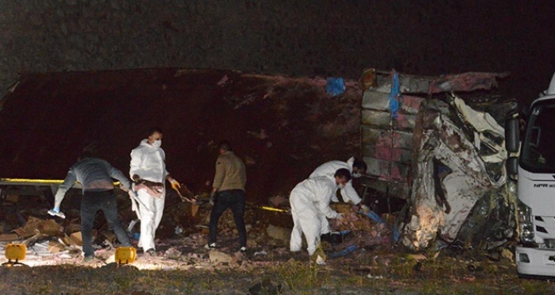 Erzurum İspir'de kamyon devrildi: 2 ölü