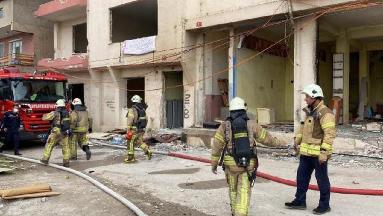 Kadıköy'de devriye gezen polisler yangını fark etti