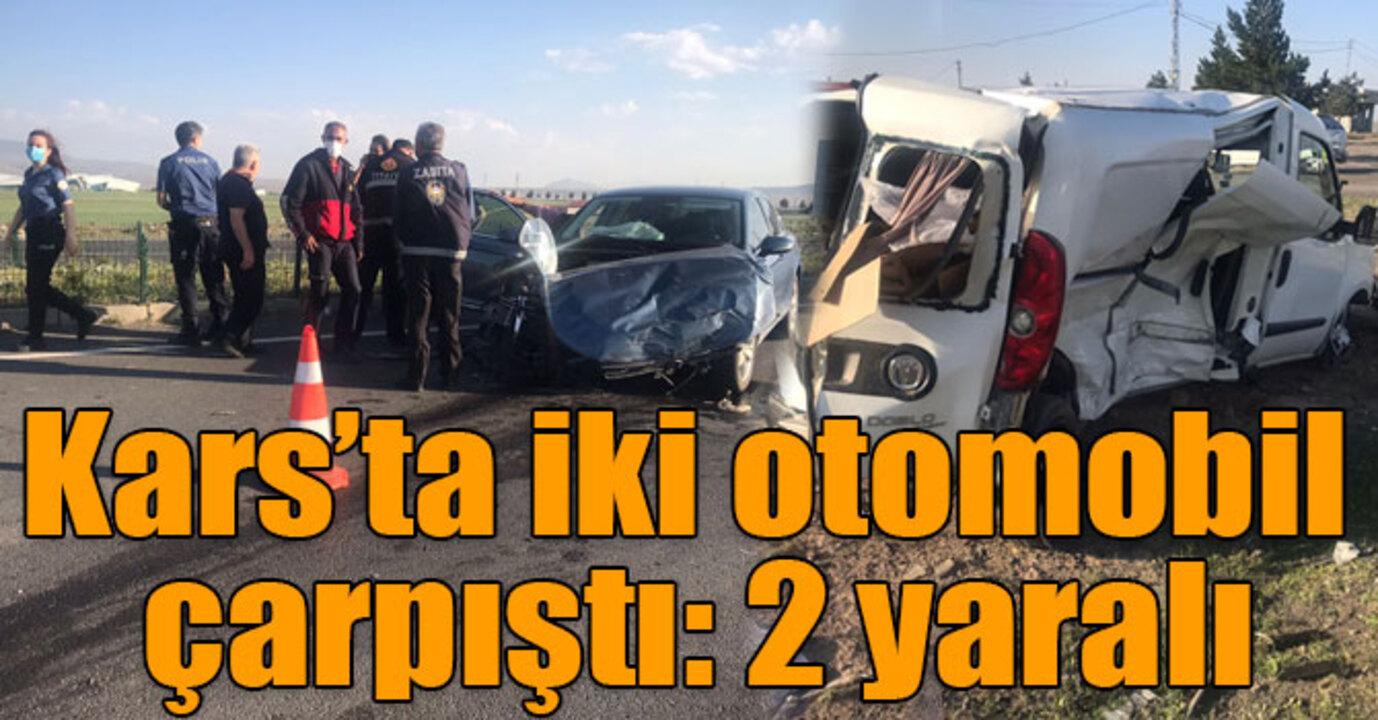 Kars'ta iki otomobil kavşakta çarpıştı: 2 yaralı