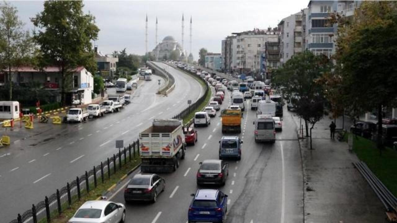 Trabzon'da zincirleme kaza: 5 kilometre araç kuyruğu oluştu