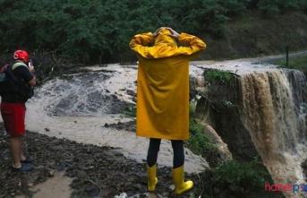 Düzce'de sağanak yağış heyelana neden oldu; Mahsur kalanlar var!