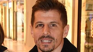 Emre Belözoğlu moraran gözü dikkat çekti