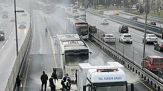Seyir halindeki metrobüste yangın paniği!