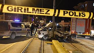 Eskişehir'de korkunç kaza! İkiye bölünen otomobilde 1 kişi öldü