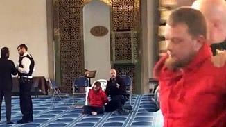 Londra'da, cami müezzini bıçaklı saldırıya uğradı