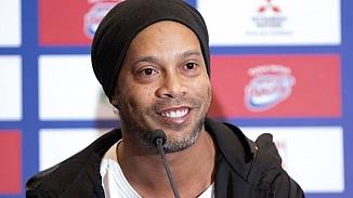 Brezilyalı eski yıldız futbolcu Ronaldinho tutuklandı!