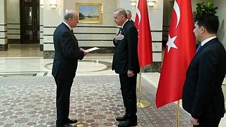 Cumhurbaşkanı Erdoğan'dan koronavirüsü tedbiri! Büyükelçinin elini sıkmadı