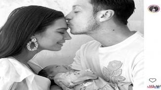 Mesut Özil yaptığı paylaşımla baba olduğunu duyurdu!