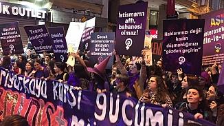 Taksim'de kadınların gece yürüyüşüne polis engeli!