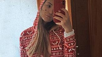 Yasemin Erbil'in   pijamalı evde kal pozları