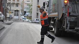 Bursa'da yasak altındaki balkon eğlencesine temizlik personelleride katıldı