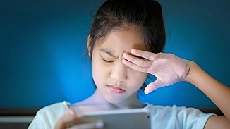 Çocuğunuz uzun süre bilgisayara bakıyorsa bu semptomlara dikkat!