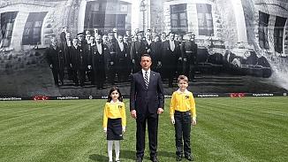 Fenerbahçe'den anlamlı paylaşım, stada 100 yıllık fotoğraf asıldı!