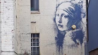 İnci Küpeli Kız'ın Banksy versiyonuna 'Korona güncellemesi'