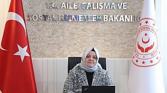 Bakan Zehra Zümrüt Selçuk'tan, çocukluk fotoğrafıyla 'evde kal' çağrısına destek