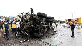 Edirne'de TIR'la çarpışan hafriyat kamyonun şoförü hayatını kaybetti