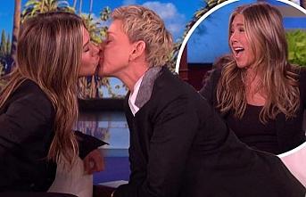 Ellen DeGeneres ile Jennifer Aniston canlı yayında dudak dudağa