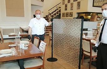Kadıköy'de bir restoranda koronavirüse karşı alınan sıradışı önlem