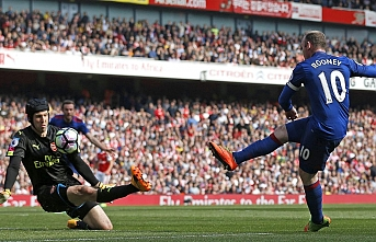 Petr Cech: Rooney, tahmin edilemez bir rakipti