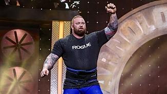 Ünlü oyuncu 501 kilo kaldırarak rekor kırdı