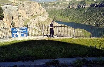 Yasaklanmış bölgede fotoğraf çekmek isterken 150 metreden düştü