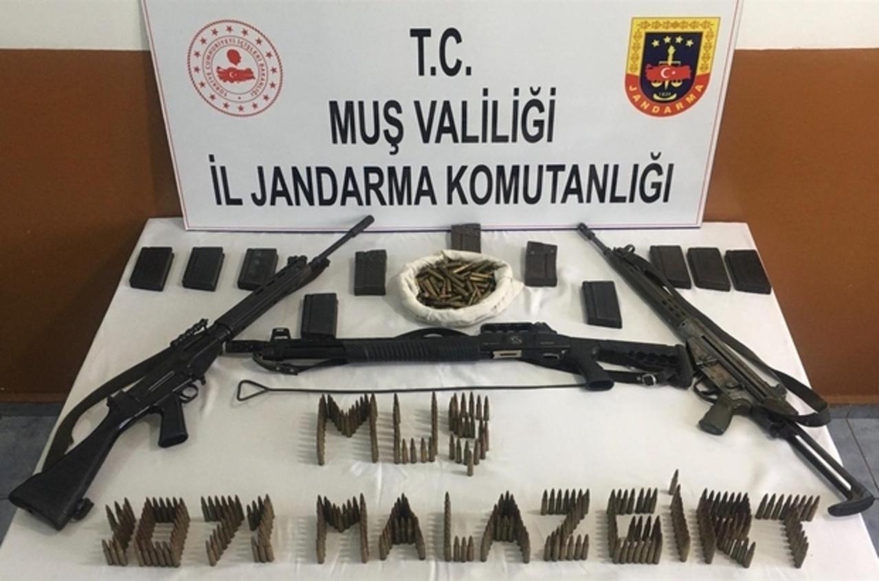Muş İl Jandarma Komutanlığı tarafından gerçekleştirilen operasyonda silah ve mühimmat ele geçirildi