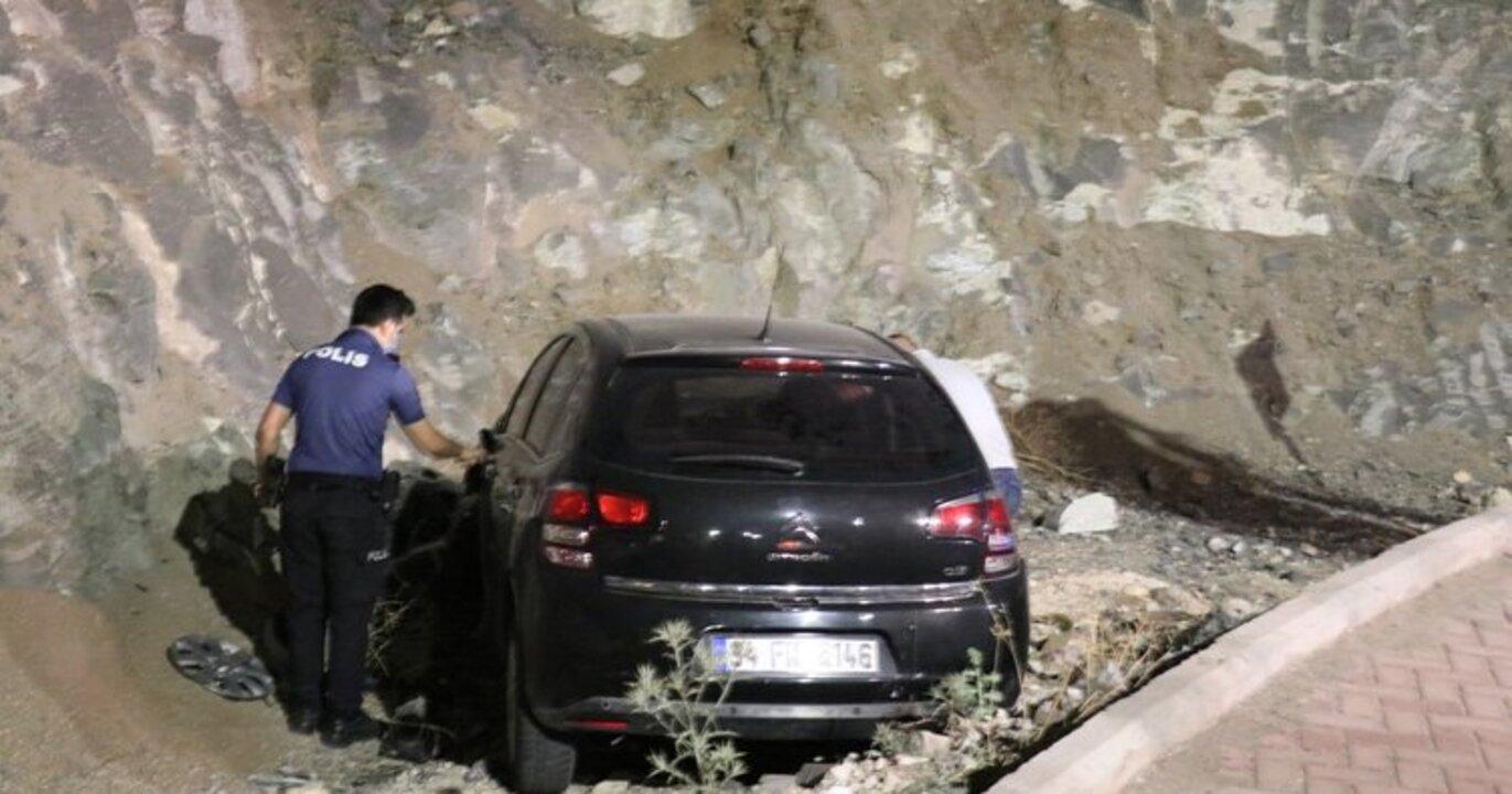 Şanlıurfa'da otomobil kayalıklara çarptı! 1 ölü