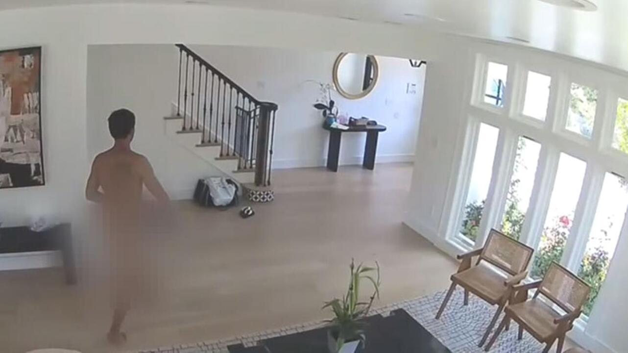 Lüks eve girip çırılçıplak soyunan sapkın adam yaptıklarıyla herkesi şaşırttı!