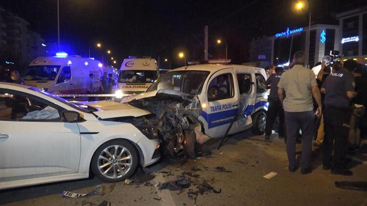 Alkollü sürücü polis noktasına daldı: 2'si polis 4 yaralı var