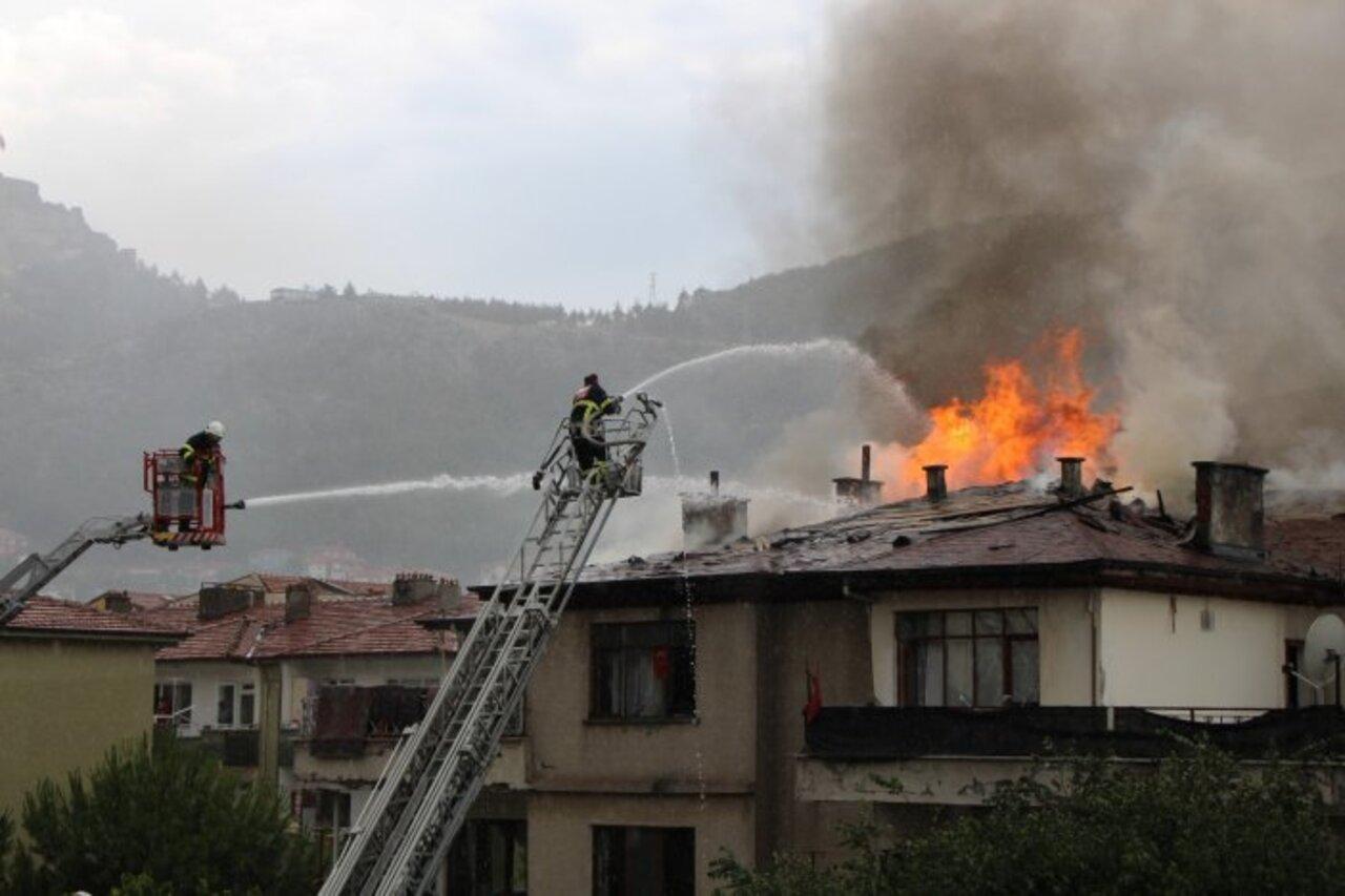 Amasya'da 4 katlı binada yangın!