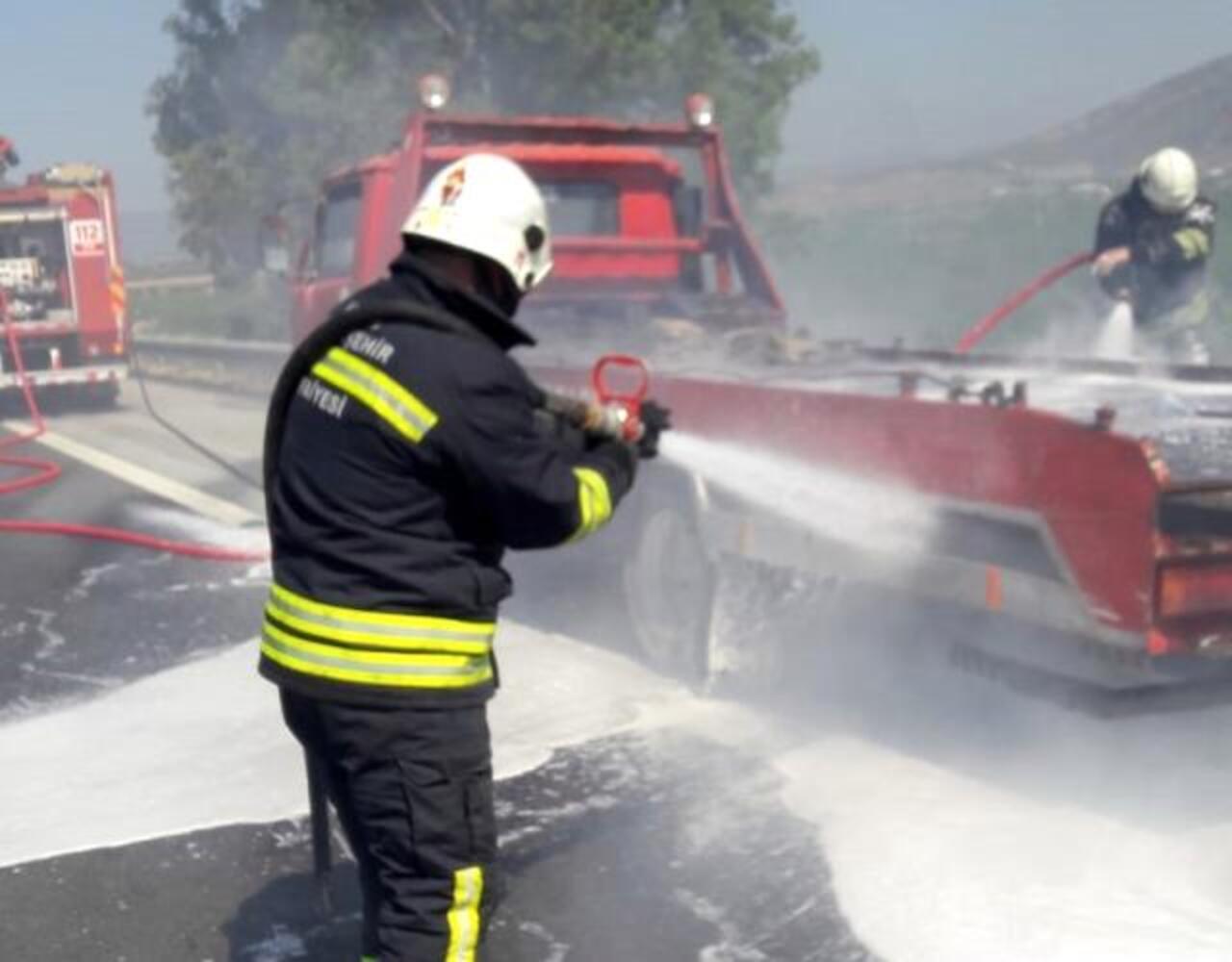 Aydın'da seyir halindeki oto kurtarma aracı alev aldı