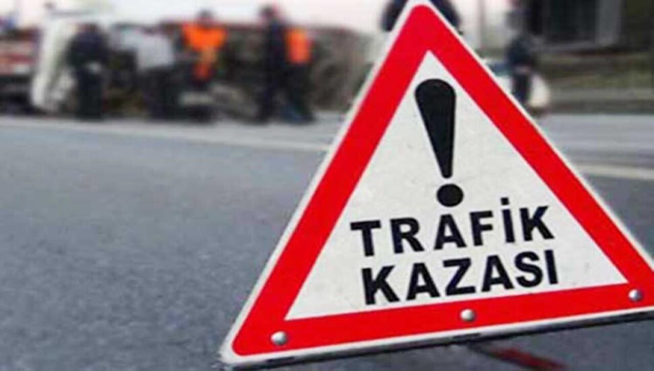Başakşehir'de hafif ticari araç ile servis çarpıştı: 1 yaralı!