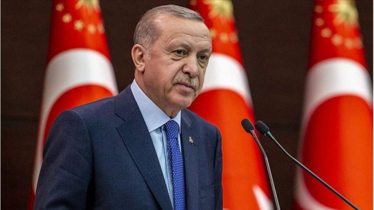 Başkan Erdoğan Galatasaray'ın yeni Başkanı Burak Elmas'a tebrik etti