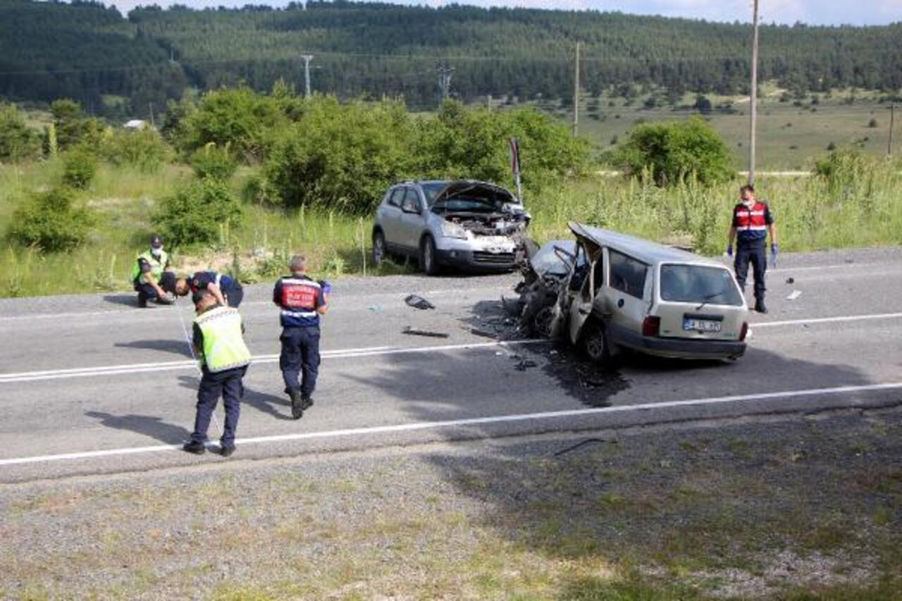 Bolu'da cip ile otomobil çarpıştı: 2 ölü, 4 yaralı!