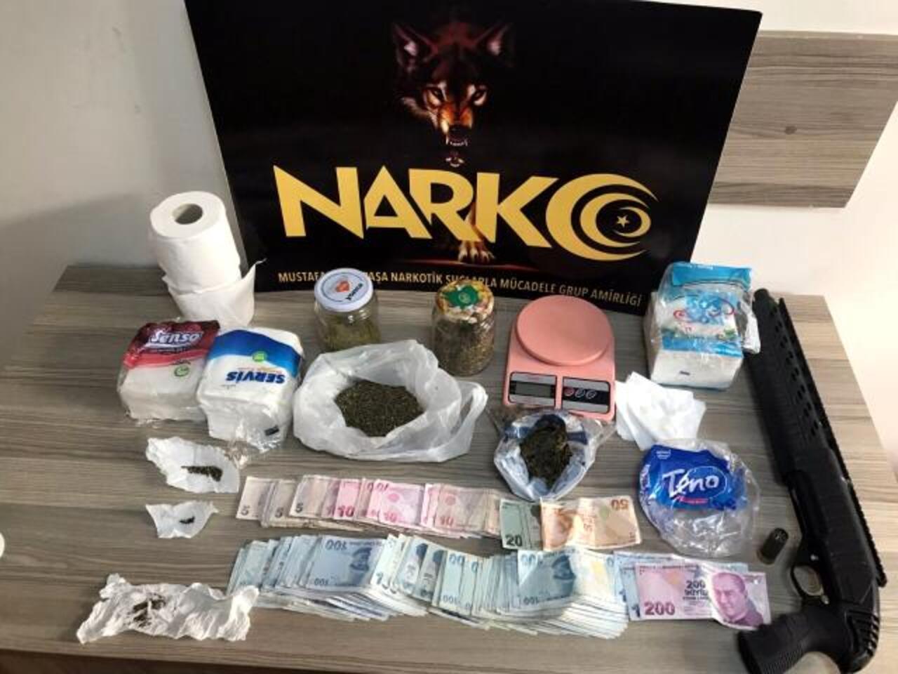Bursa polisi uyuşturucu satıcılarına göz açtırmıyor: 4 gözaltı!