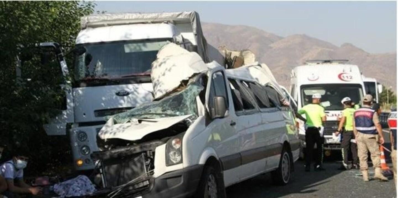 Elazığ'da düğün yolunda kaza! 3 ölü, çok sayıda yaralı