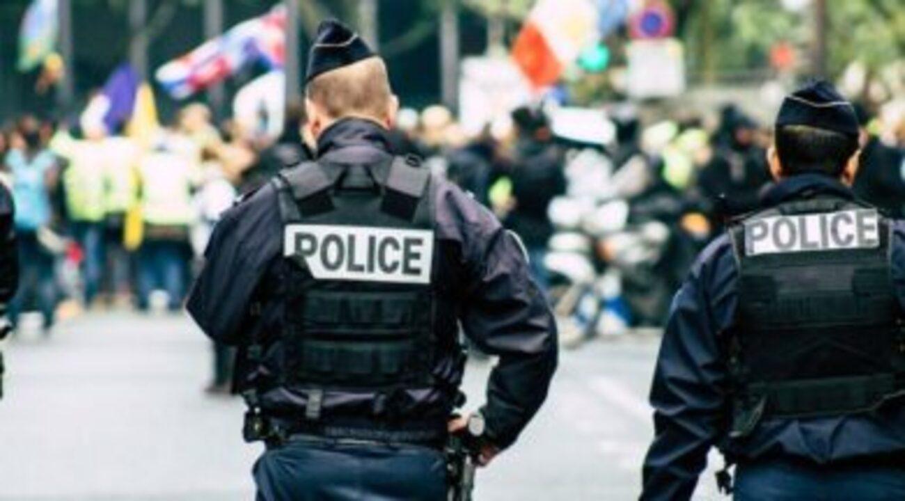 Fransa'da izinsiz parti yapanlar ile jandarma arasındaki çatışmada çok sayıda yaralı...