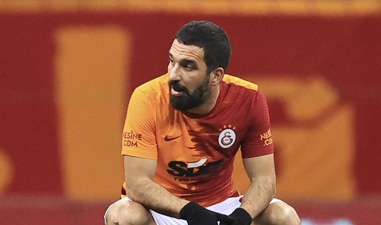Galatasaray'da Emre Akbaba ve Arda Turan ile yeni sözleşme imzalanacak