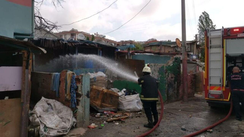 Gebze'de gecekonduda yangın çıktı