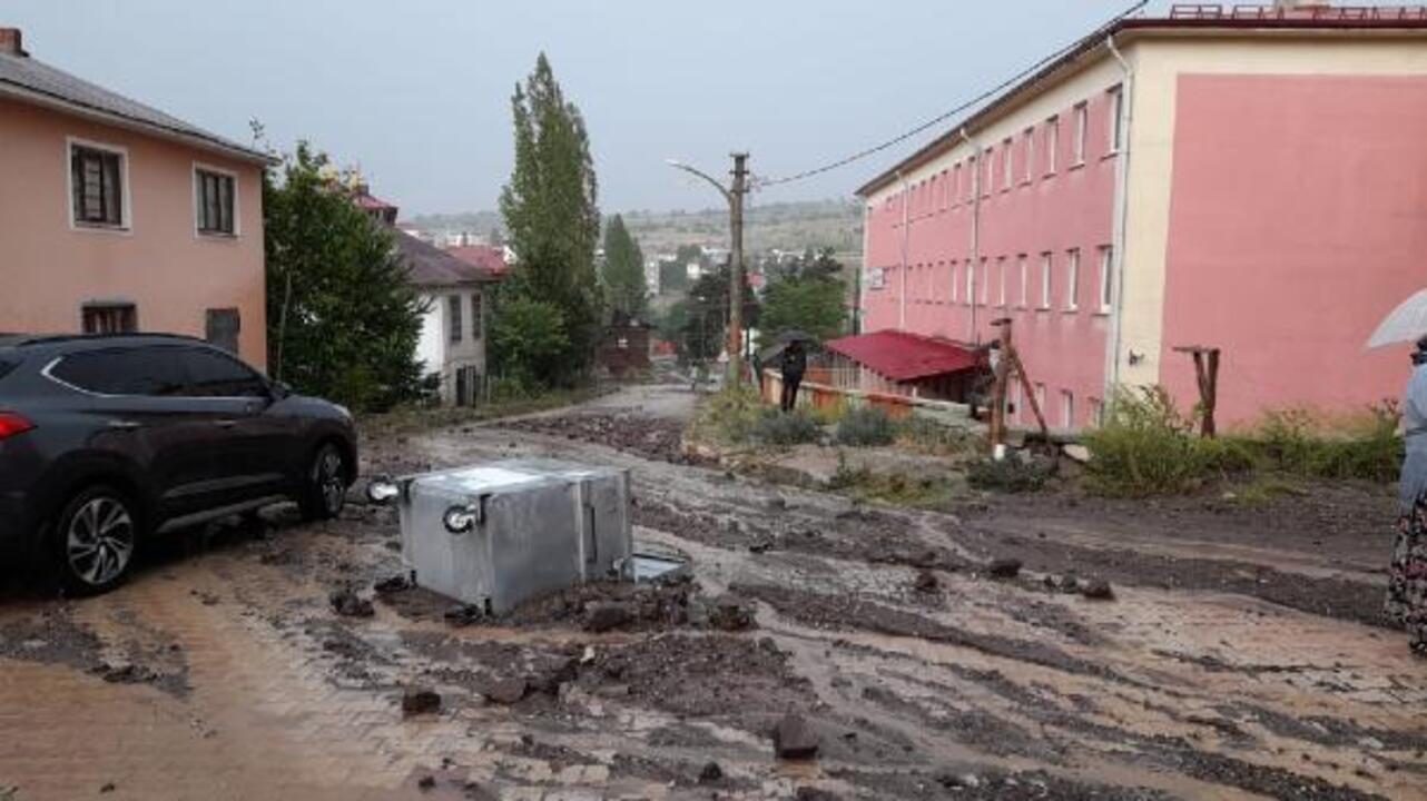 Giresun'da sağanak yağış sonucu dereler taştı
