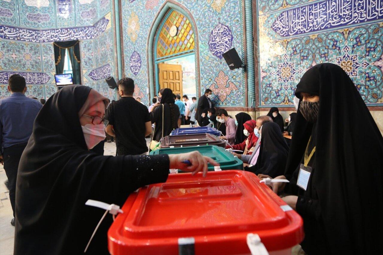 İran'da Cumhurbaşkanlığı seçimleri başladı