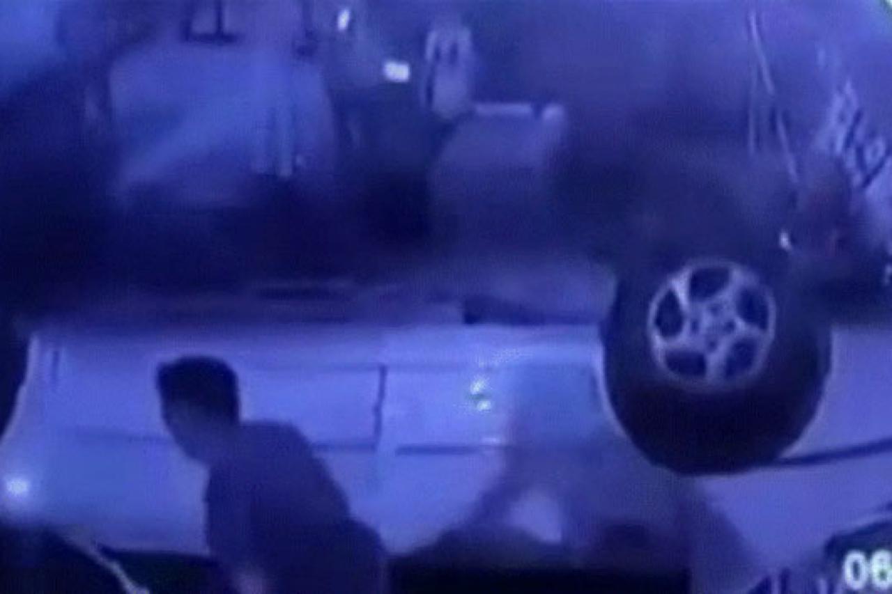 Kahire'de otomobil köprüden düştü