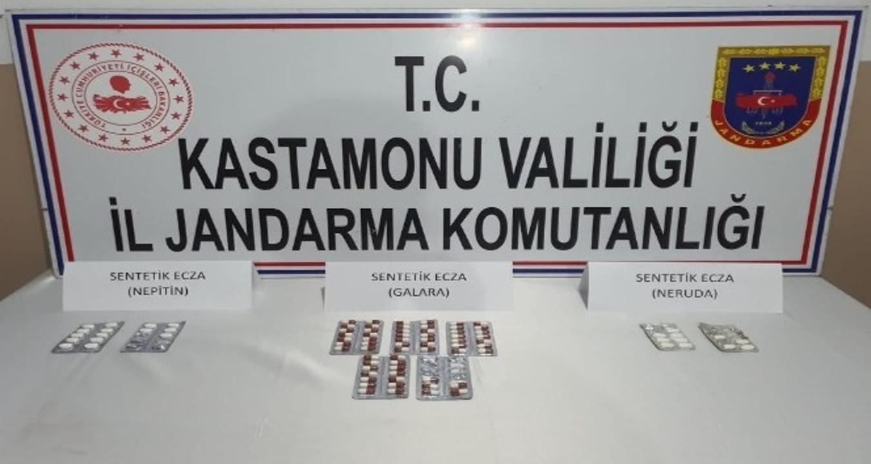 Kastamonu'da motosikletin koltuğuna gizlenmiş 87 uyuşturucu hap ele geçirildi!