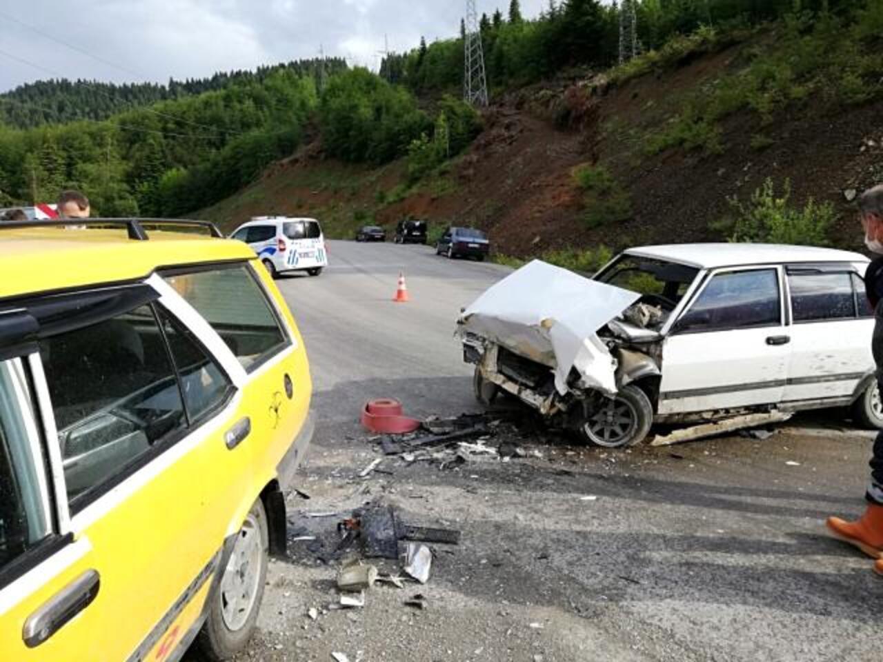 Kastamonu'da ticari taksi ile otomobil kafa kafaya çarpıştı!